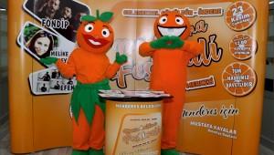 Geleneksel Gümüldür Özdere Mandalina Festivali'nin maskotu Mandi bu yıl festivalde eşi Mandila ile birlikte yer alacak.