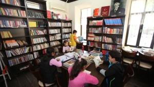 Karabağlar Belediyesi tarafından kurulan kitaplığın üye sayısı 5 bine yaklaştı.