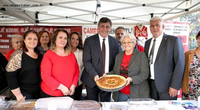"""Karşıyaka Belediyesi, Karşıyaka Kent Konseyi ve Balkan Derneklerinin iş birliğiyle, Balkan kültürünü yaşatmak ve gelecek nesillere taşımak amacıyla düzenlenen """"1. Balkan Kültür Günleri Şenliği"""" yoğun katılımla gerçekleştirildi."""