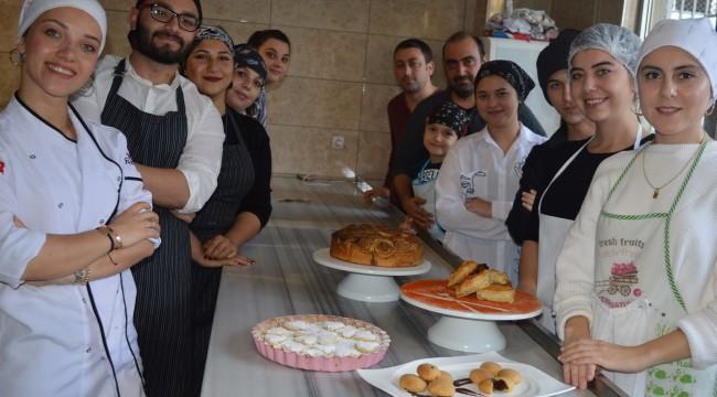 Ordu Büyükşehir Belediyesi Meslek Edindirme ve El Becerileri Kursları'nda (ORMEK) yemek ve pastacılık eğitimi veriliyor.