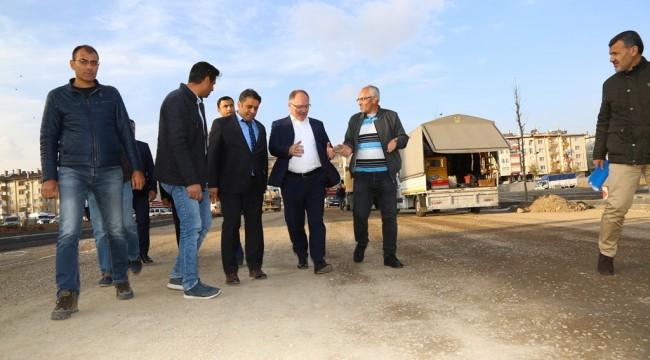 Şehir merkezi ile Cumhuriyet Üniversitesini bir adım daha yaklaştıracak olan Recep Tayyip Erdoğan Bulvarı'nda çalışmalar tüm hızıyla devam ediyor.