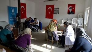 Tepebaşı Belediyesi'nin kırsal mahalle sakinlerine yönelik gerçekleştirdiği sağlık taramaları aralıksız biçimde devam ediyor. Sağlık ekipleri son olarak Taycılar ve Kozlubel Mahallesi'nde sağlık taraması gerçekleştirdi.