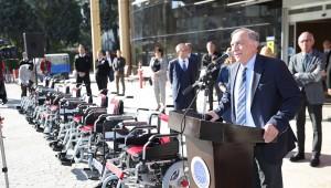 Seyhan'dan tekerlekli sandalye dağıtımı