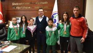 Karatecilerden Başkan Kanara ziyaret