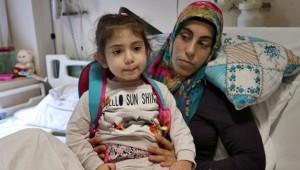 Depremin mucize anne ve kızı günler sonra kavuştu