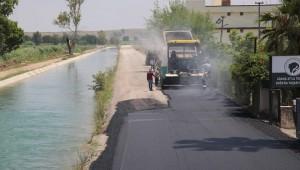Adana'da asfaltsız yol bırakmamak için yoğun çalışıyor