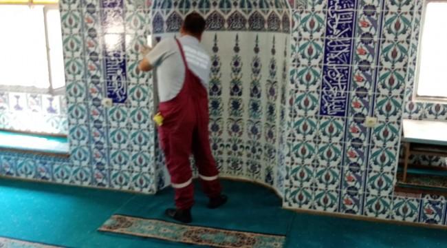 Bergama'da camive ibadethaneler dip köşe temizleniyor