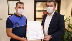 Başkan Koştu'dan dedektif gibi çalışan zabıtaya ödül