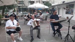 Karşıyaka'da Herkese şarkı türkü söyleteceğiz