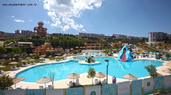 Karabağlar Belediyesi'nin Yüzme Havuzları ve Kafeteryası Bu Yaz da Yoğun İlgi Gördü