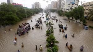 Pakistan'da sel ve toprak kaymaları 24 can aldı