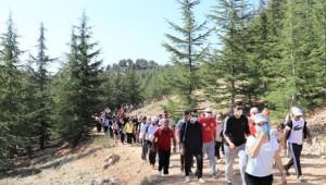 TOROSLAR'DA CUMHURİYET COŞKUSU DOĞA YÜRÜYÜŞÜYLE TAÇLANDI