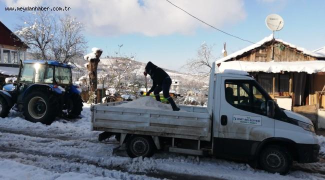 İzmit Belediyesi Akmeşe'deki tuzlama çalışmalarını sürdürüyor