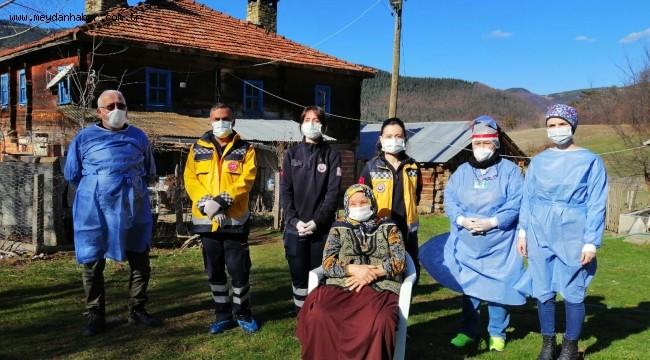 Mobil aşı ekipleri ile köylerdeki yaşlılara ulaşılıyor