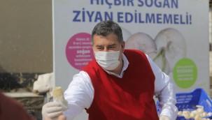 Başkan Oran'dan soğan üreticisine destek