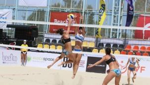 İzmir'de plaj voleybolu heyecanı başladı