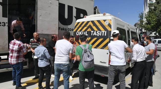 Isparta Belediyesi yangın bölgesine bir tır su ve temel ihtiyaç malzemesi gönderdi
