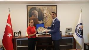 Olimpiyatlarda madalya kazanan Buse Naz Çakıroğlu'ndan Başkan Gökhan Yüksel'e ziyaret