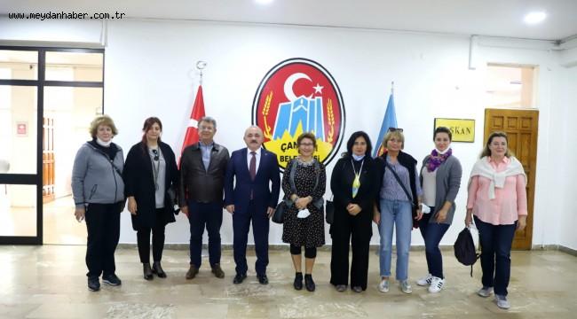 Uluslararası Ressamlardan Başkan Esen'e Ziyaret