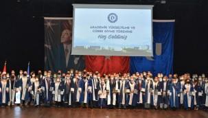 Uşak Üniversitesi Akademik Yükseltilme ve Cübbe Giyme Töreni Gerçekleşti