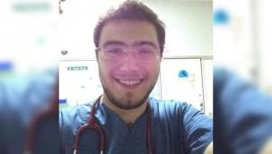 Acil servis doktoru, hasta ile oğlu tarafından darp edildi